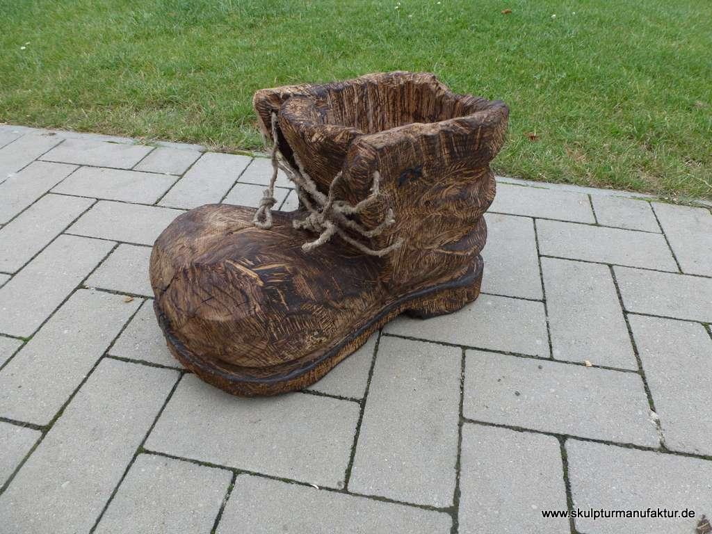 Schuh als Blumenübertopf, Eiche