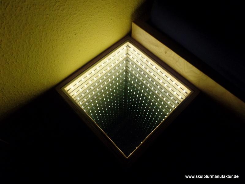 Nachttisch beleuchtet mit Tiefenwirkung